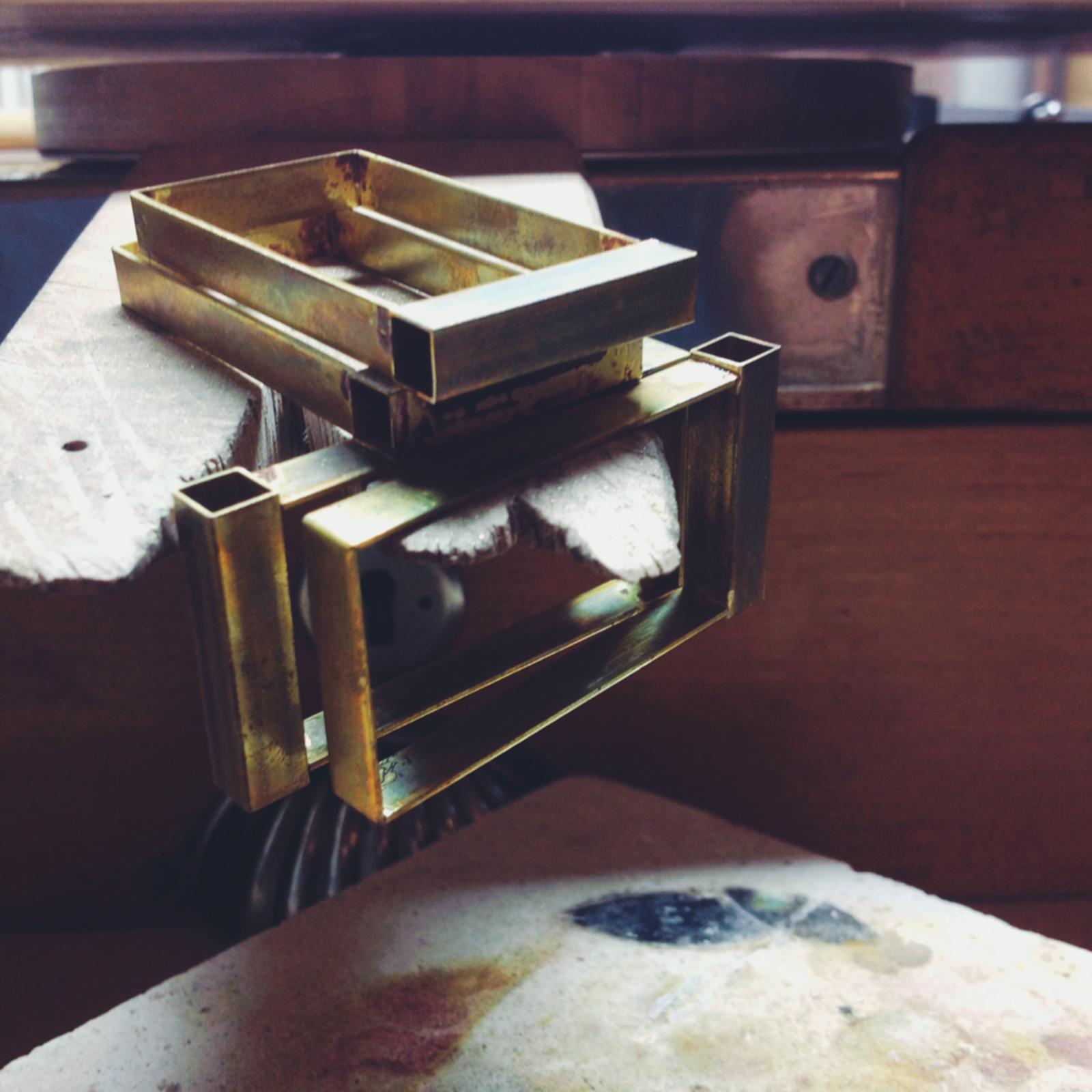 joyería contemporanea en latón taller martalonso